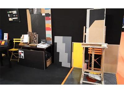 Le stand Imbernon mettant à l'honneur la polychromie de Le Corbusier